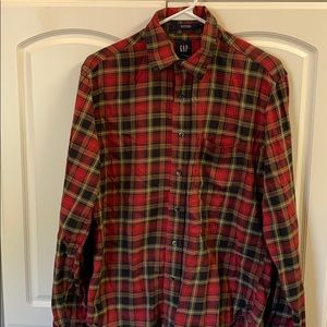 Men's Small GAP fitted long sleeve plaid shirt.